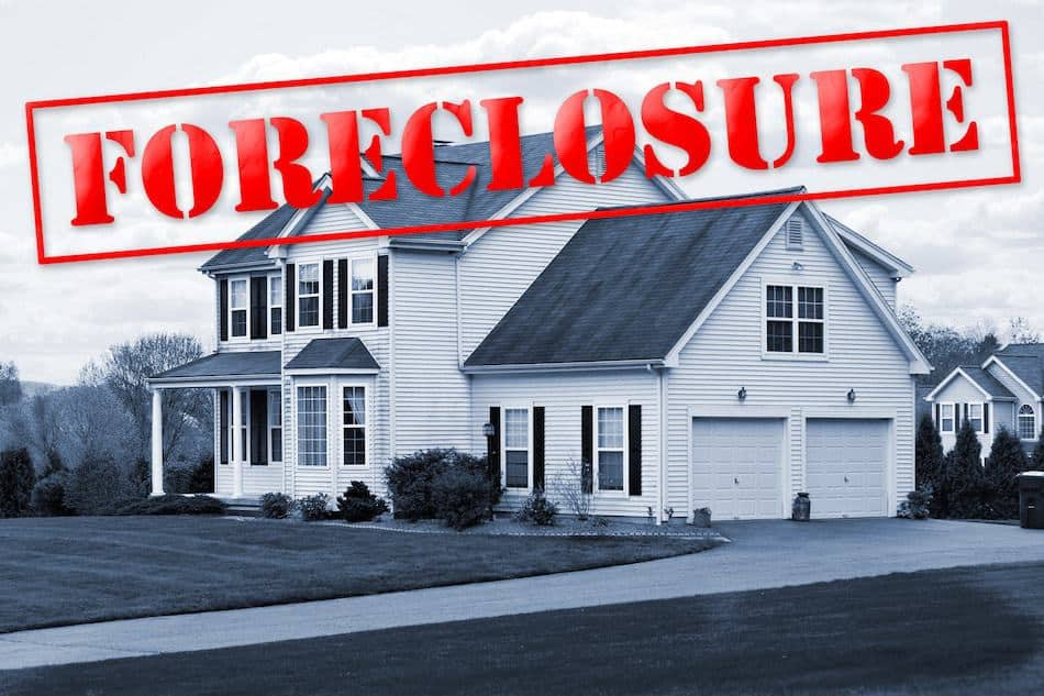 rising foreclosures can be a sign of a coming real estate crash